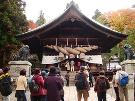 諏訪湖エリアまちなか観光案内人『諏訪大社下社秋宮』ガイド
