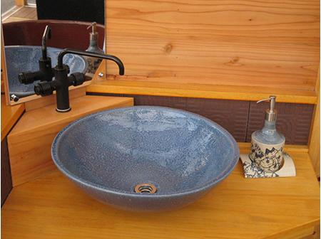 陶器浴槽を中心とする浴室回り商品の開発および販路開拓