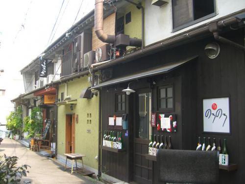 たぶん日本一!? 大阪で人気の路地裏グルメ買い食いツアー