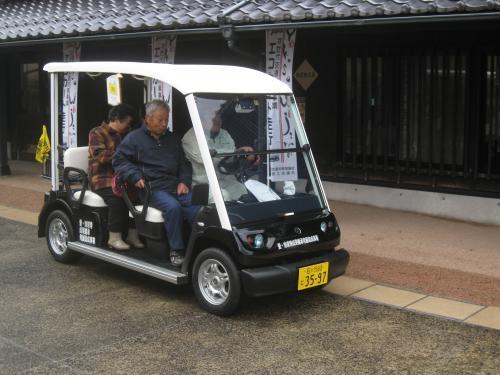観光客回遊エコカートで輪島を巡る
