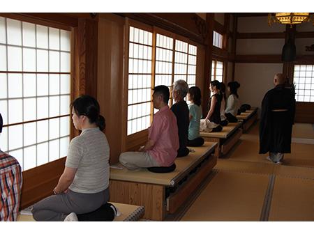知られざる大阪の魅力を発見!寺町で楽しむ座禅体験ツアー