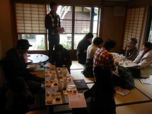 高田小町の一室で、スイーツを試食試食。