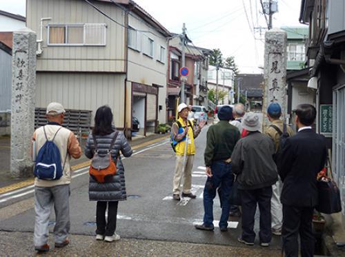 高田城の西側に配置された寺院群を歩きます