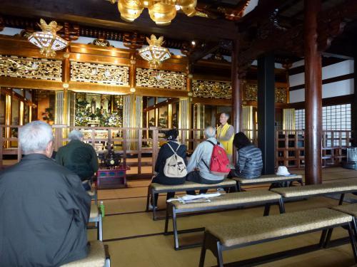 浄興寺本堂にはなんとグランドピアノが。