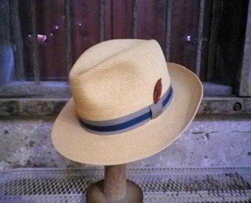 ペーパーブレードハイバック中折れ帽 (革の葉っぱモチーフ付き)