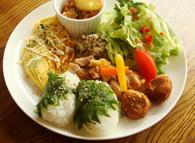地場産野菜をたっぷり使ったランチ(加茂ぷれーと)