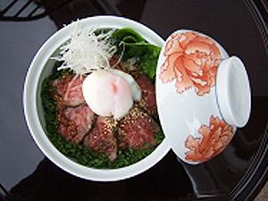 伊万里牛の食メニューと伊万里鍋島焼の蓋物食器